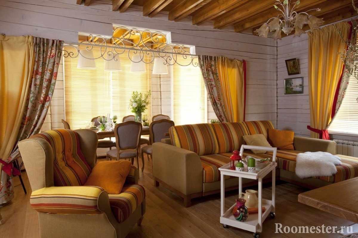 Серые стены и желтые занавески в гостиной