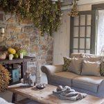 Веники из трав в интерьере комнаты