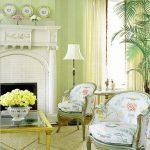 Желтый столик возле белого камина