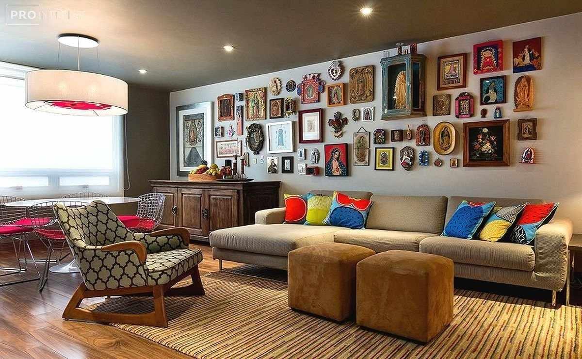 Картины в рамках в интерьере гостиной