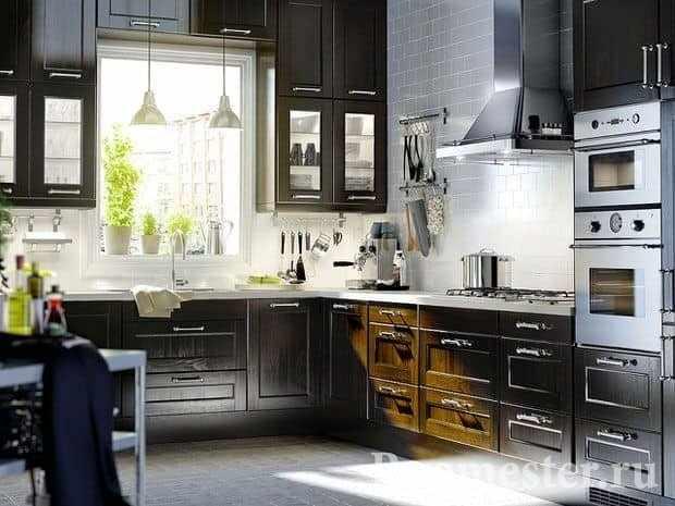 Темная кухня в стиле контемпорари