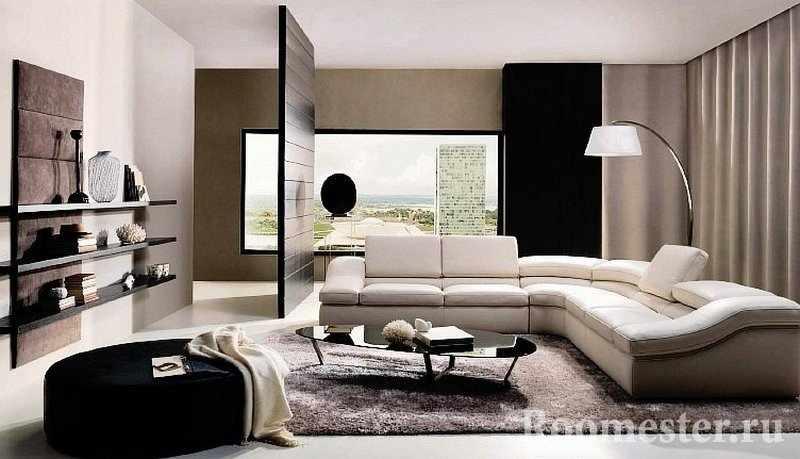 Комната с диваном, столом и напольной ламой