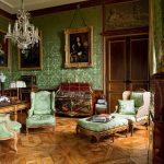 Зеленая мебель в сочетании с зелеными обоями