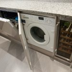 Машинка стиральная за дверкой
