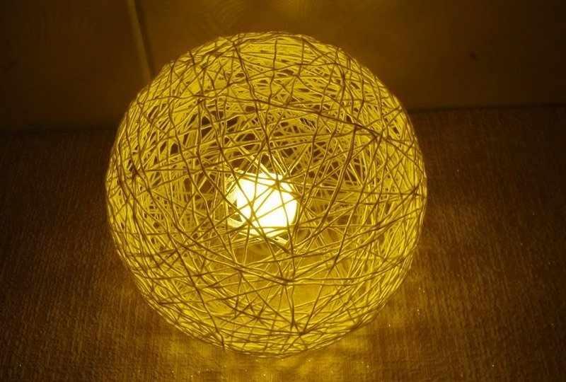 Шарообразный светильник из ниток
