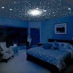 Звездное небо на натяжном потолке в спальне
