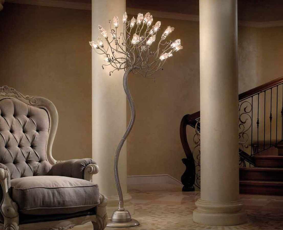 Светильник у кресла