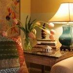 Лампа на столике