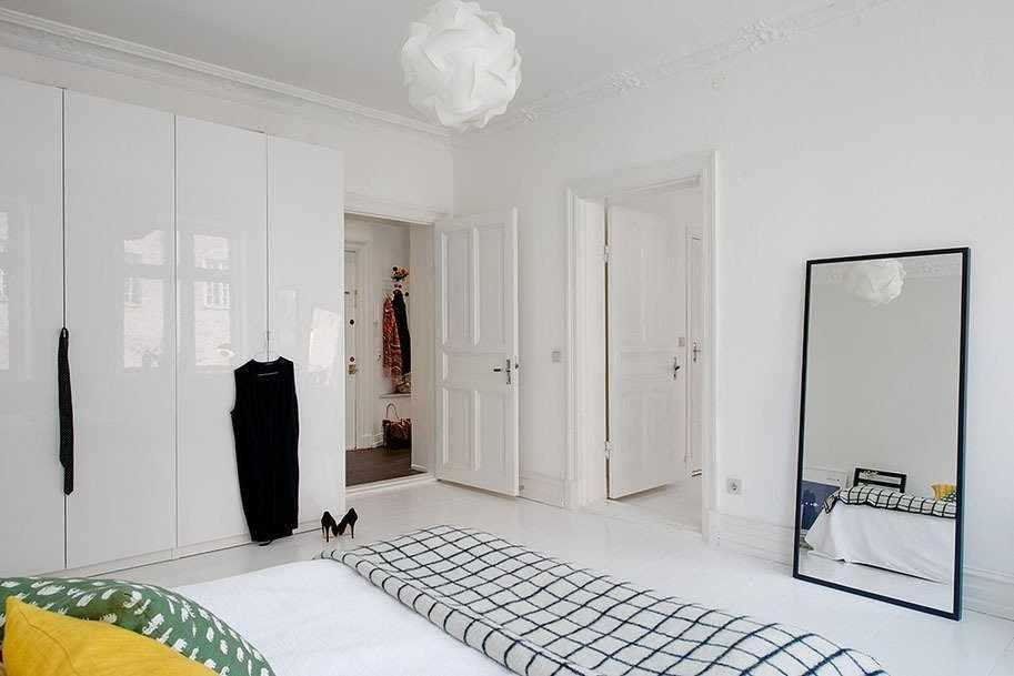 Скандинавский стиль в интерьере с белой дверью