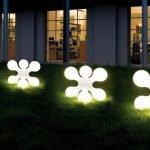 Ландшафтный светильник у дома