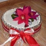 Цветы на торте из конфет