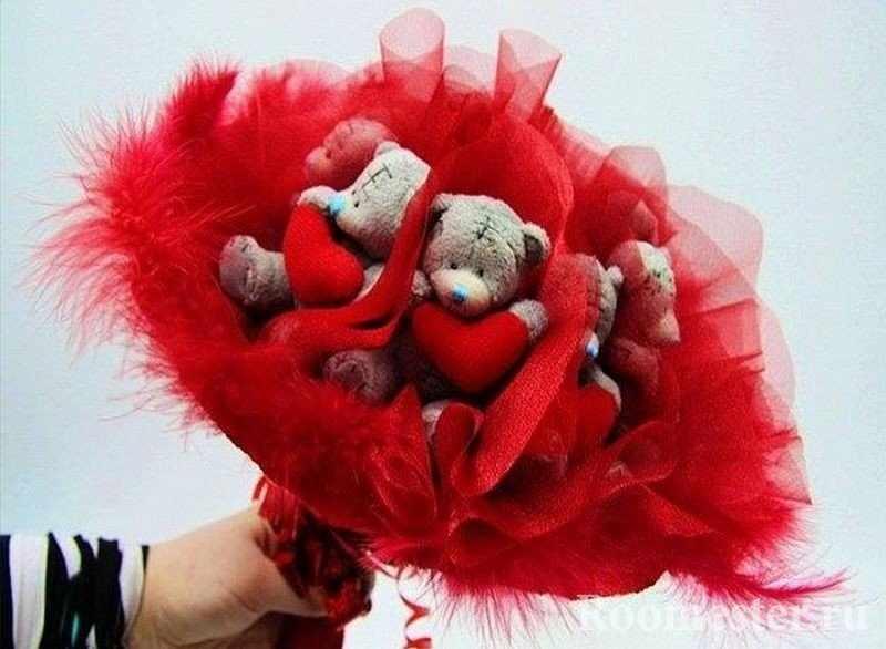 Мишки с сердцами в букете