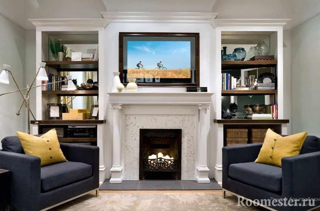 ТВ в интерьере гостиной с камином