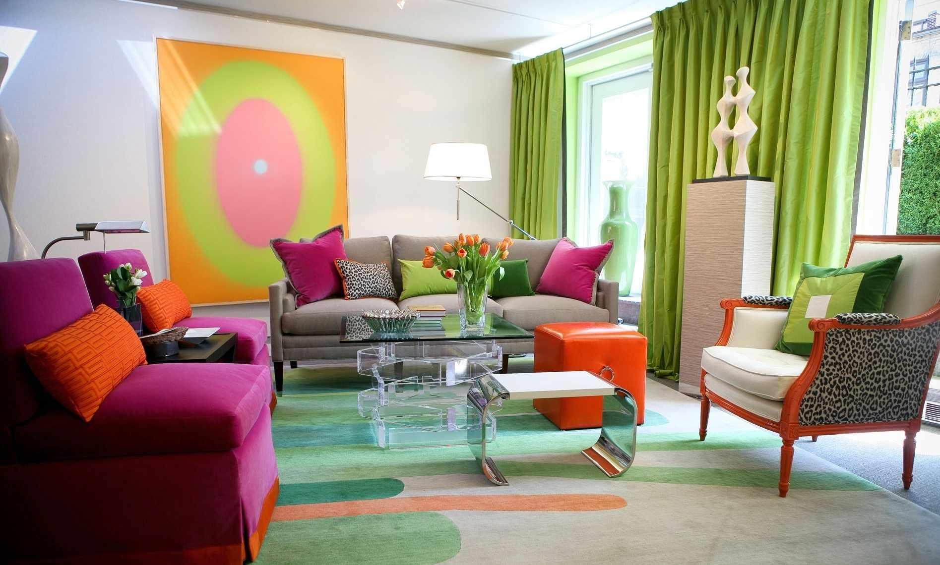 Яркие цвета в декоре гостиной