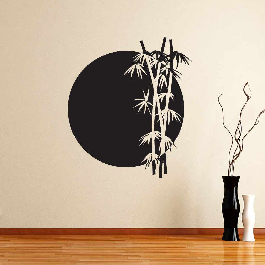 Интерьер с трафаретом на стене