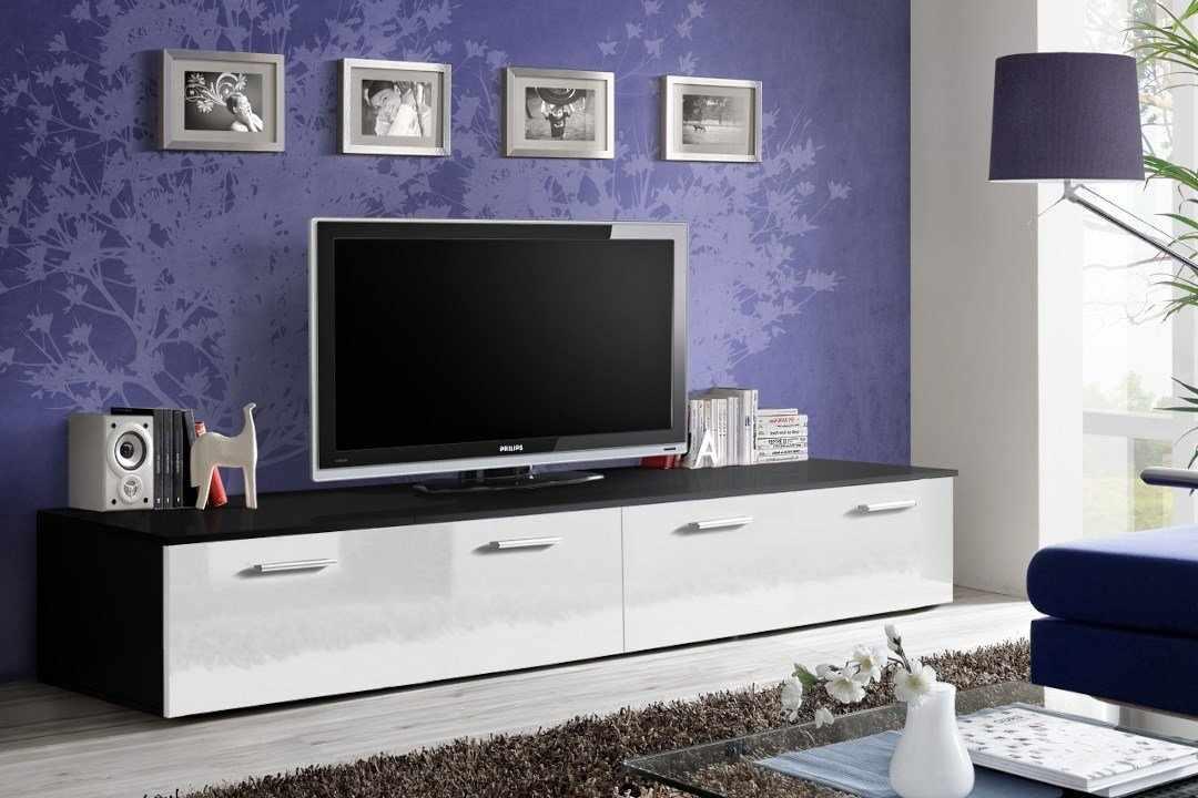 Размещение тумбы под телевизор вдоль стены