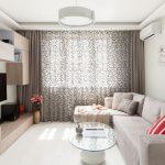 Белые стены и наливной пол в комнате