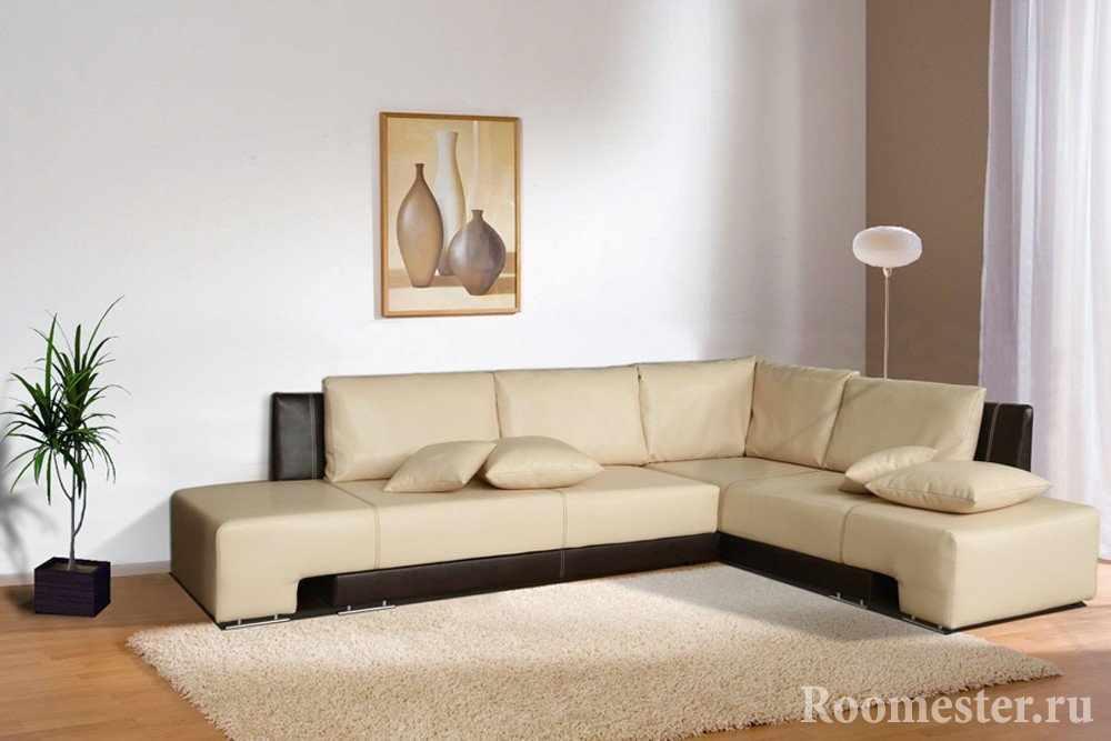 Картина на стене за диваном