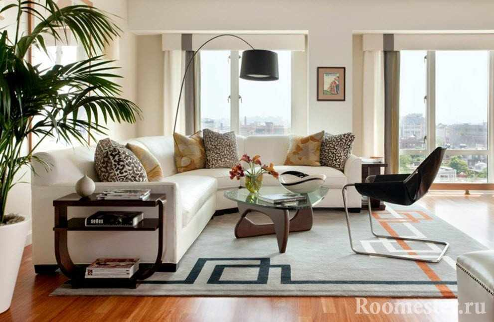 Столик со стеклянной крошкой в гостиной