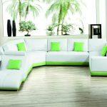 Бело-салатовый диван в интерьере