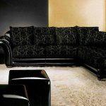 Шикарный черный диван на белом ковре