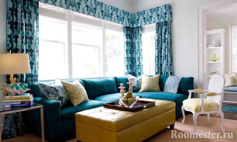 Желтый столик и бирюзовый диван