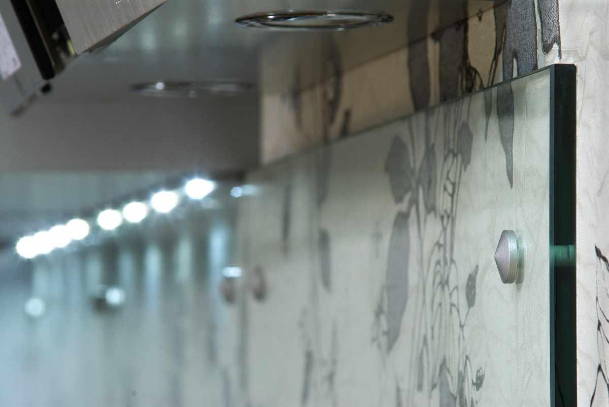 Монтаж стеклянных панелей