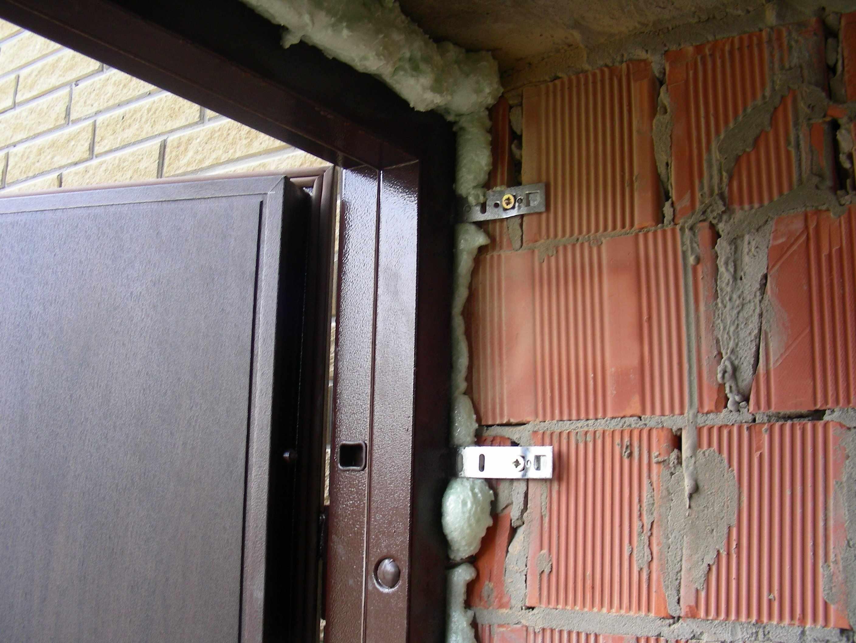 Крепление дверной коробки за проушины