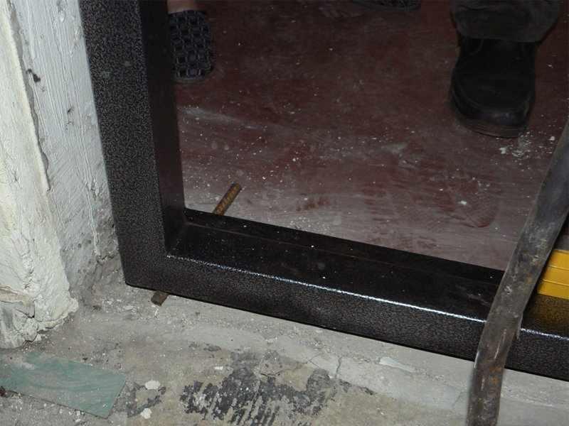 Крепление дверной коробки с захватом