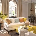 Светло-коричневые шторы в гостиной