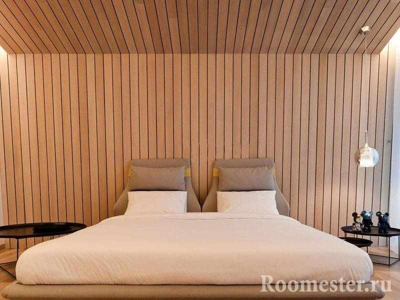 Потолок в спальне под углом