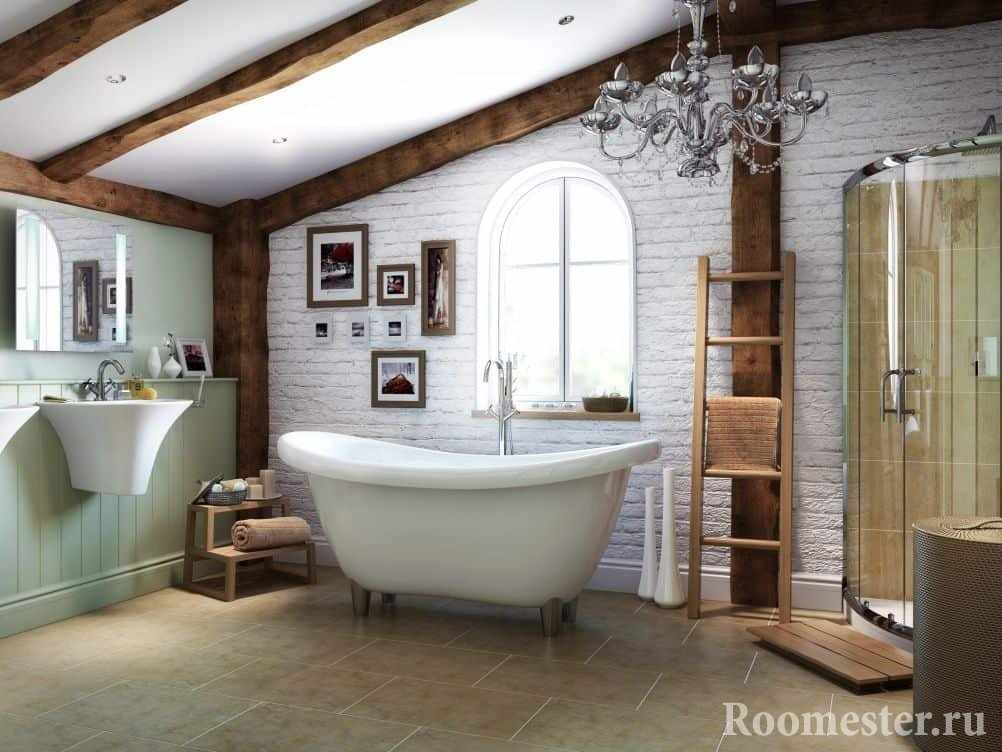 Ванная с потолочными балками и белым кирпичем
