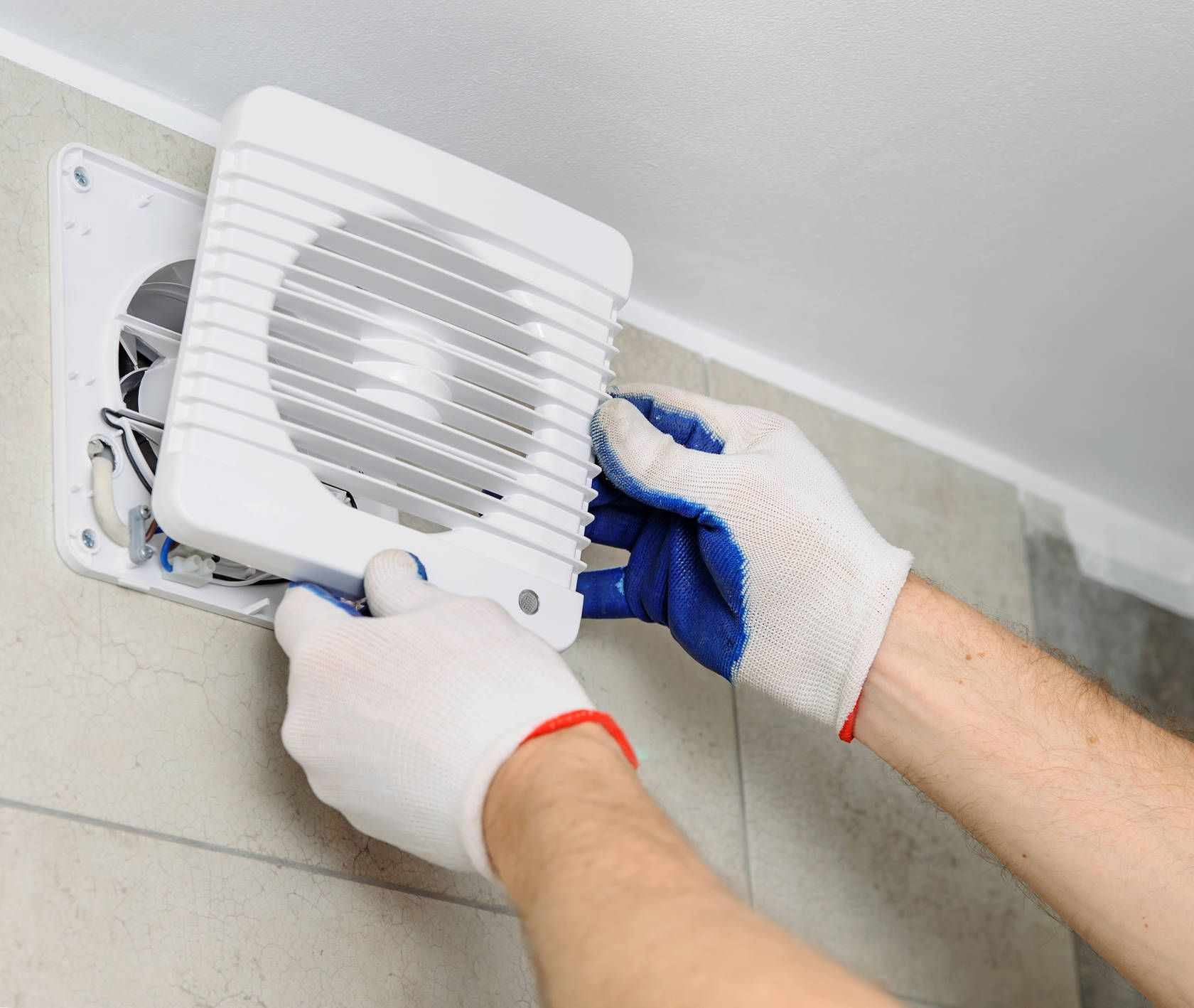 Установка вентиляции в ванной