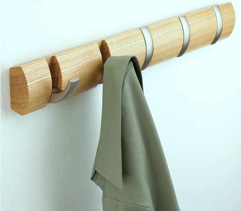 Настенная деревянная вешалка