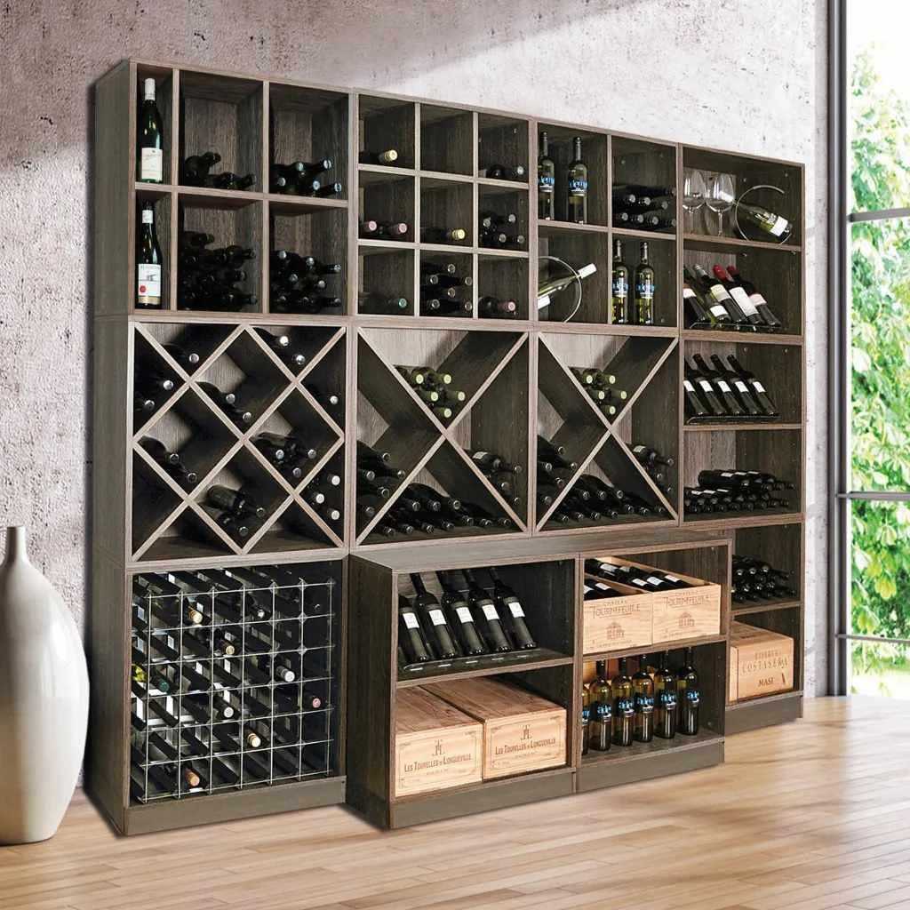 Шкаф для вина вдоль стены