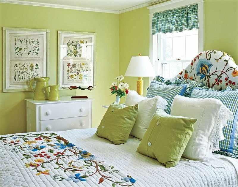 Вышивка в спальне