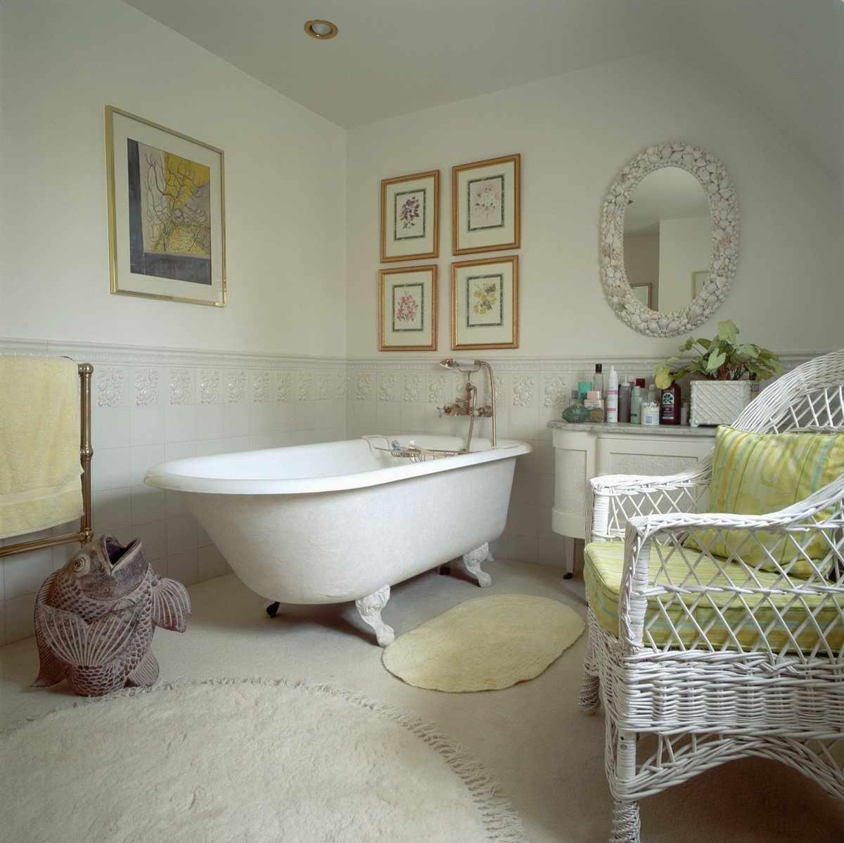 Вышивка в ванной