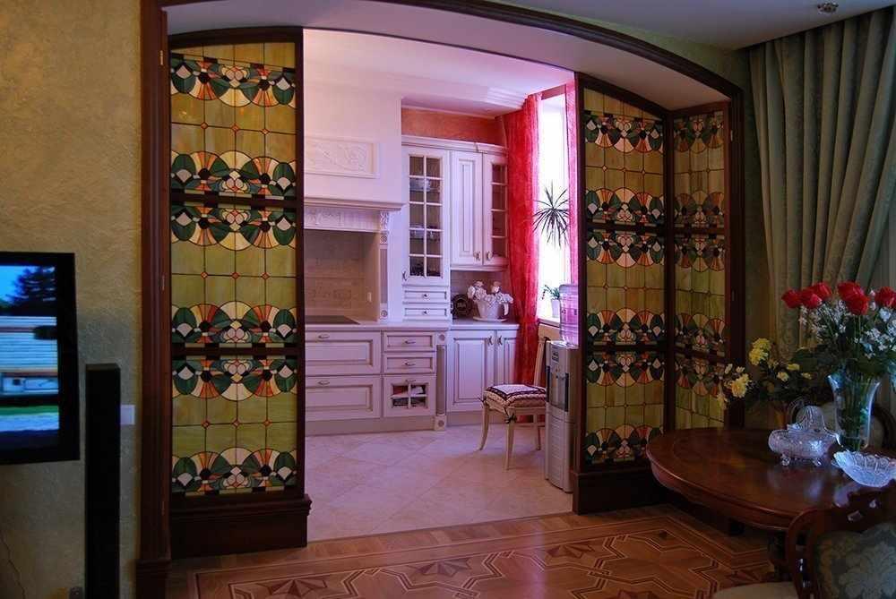 Витражные межкомнатные двери