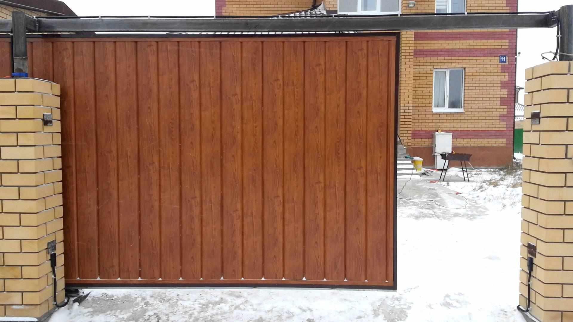 Подвесные ворота из профнастила