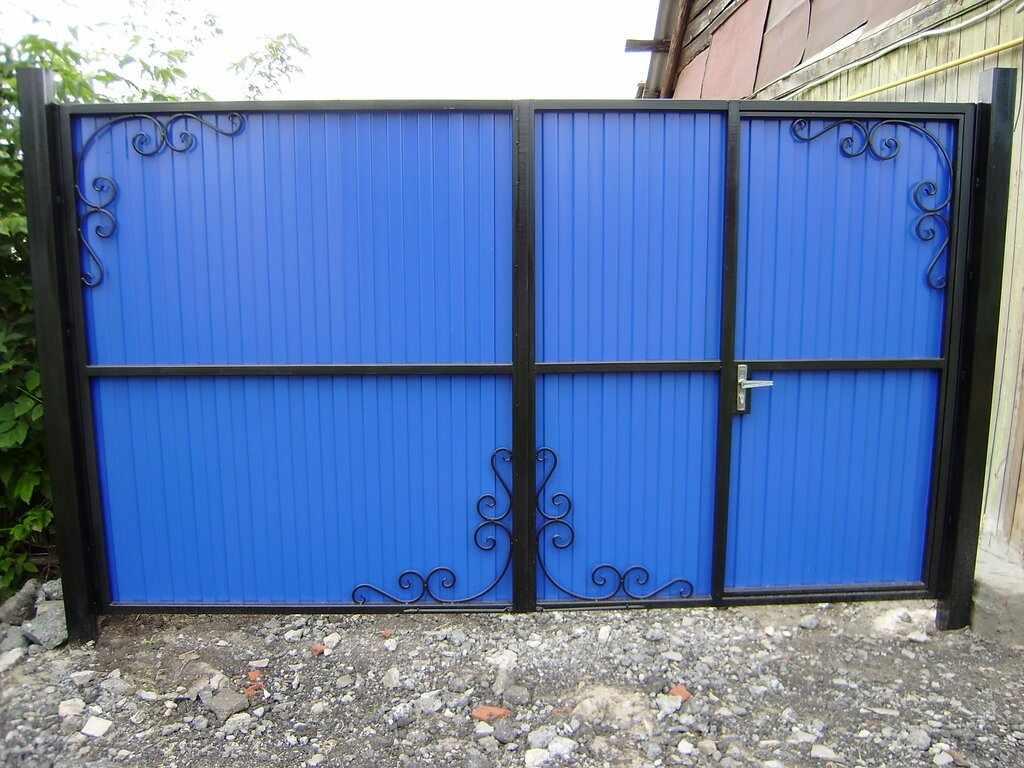 Ворота из профнасттила с калиткой