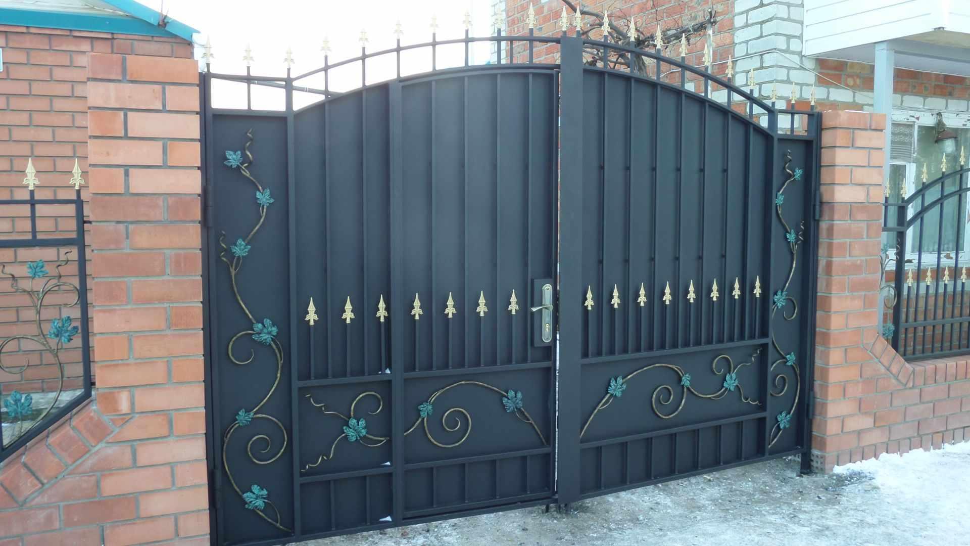 Декор ворот с калиткой