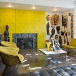 Африканские идолы и маски в гостиной