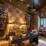 Африканские маски в кабинете