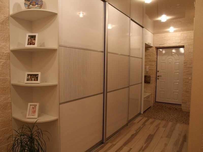 Шкаф в узком коридоре