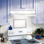 Белая вытяжка для электрической плиты