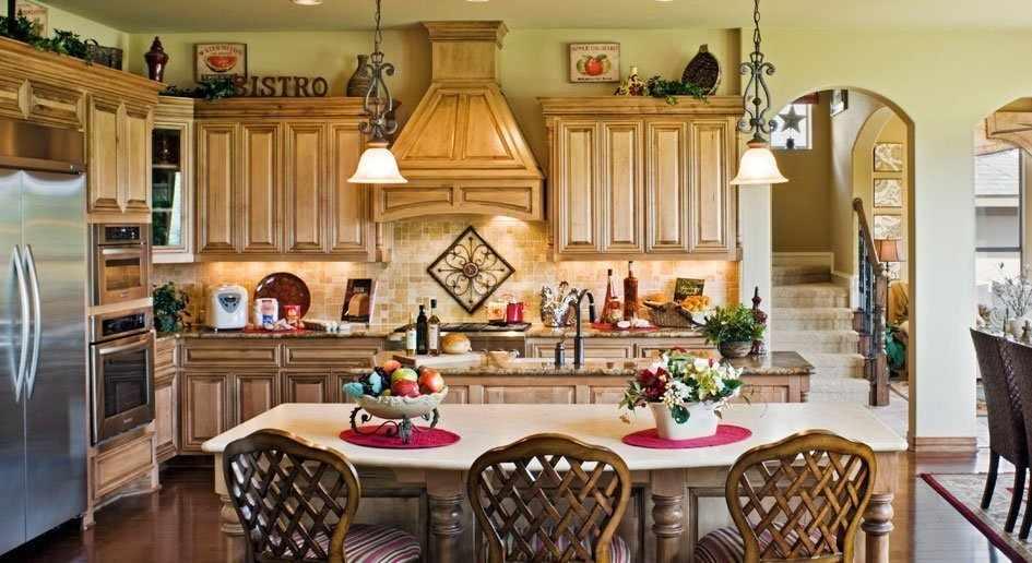 Кухонный гарнитур с красивой вытяжкой