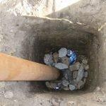 Заполнять яму камнями