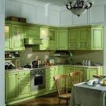 Зеленый кухонный гарнитур в интерьере
