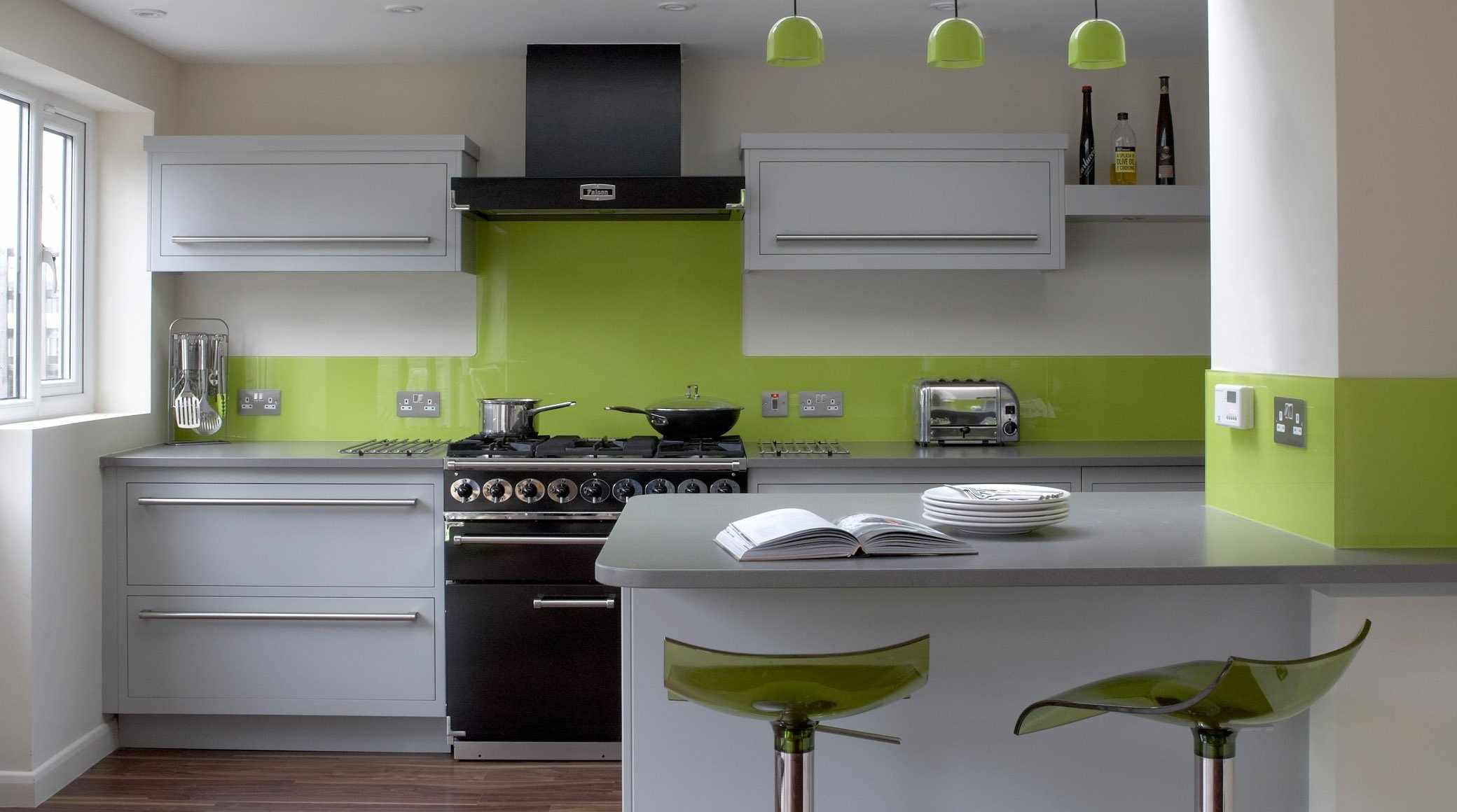 Зеленое освещение на кухне
