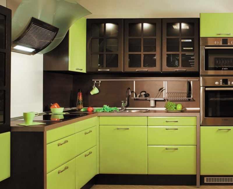 Коричнево-зеленая кухня